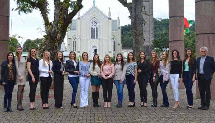 Candidatas FenaVindima Flores da Cunha 5 - 15 candidatas disputam o título de rainha e princesas da 14ª FenaVindima