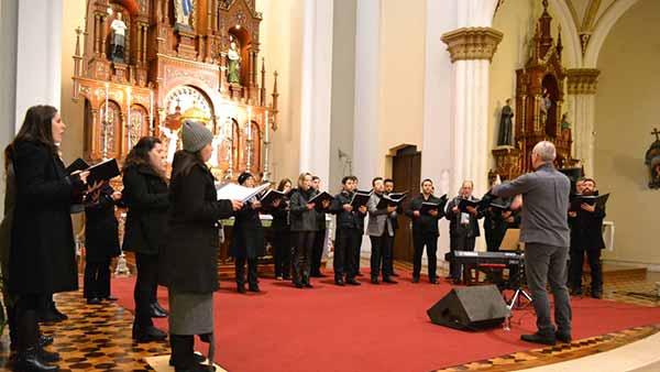 Coro Municipal realiza Concerto Sacro - Coro Municipal realiza Concerto Sacro neste domingo em Caxias do Sul