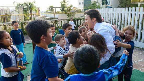 Daniel Guerra visita escola em Caxias do Sul 3 - Prefeito Daniel Guerra acompanha aulas em Caxias do Sul