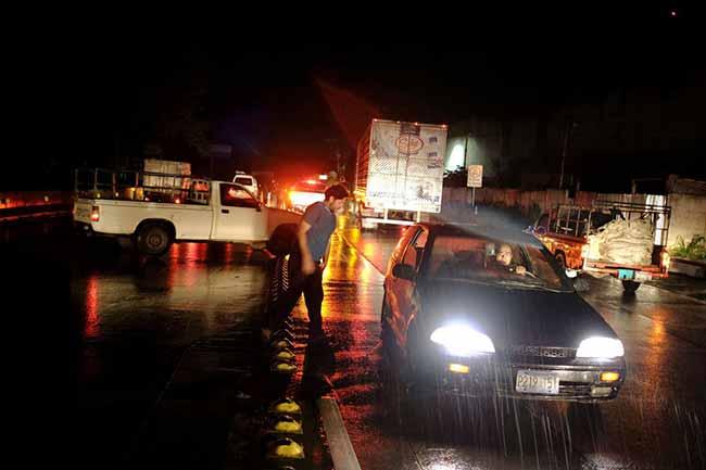 El Salvador - El Salvador é atingido por forte terremoto