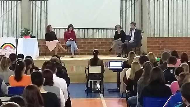 Escola 1º de Maio - Escola 1º de Maio promove debate com pais em Farroupilha