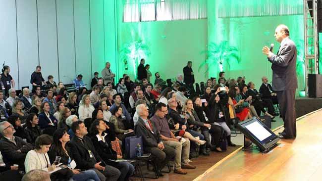 Fórum Gramado de Estudos Turísticos 1 - Prefeito de Gramado palestra sobre a cidade do futuro