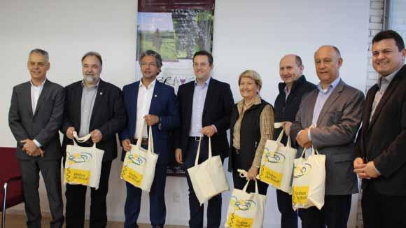 INSTALAÇÃO DE FREE SHOPS EM CIDADES DE FRONTEIRAS 1 - Prefeito de Bento Gonçalves participa de encontro para instalação de Free Shops