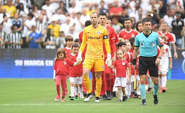 Inter empata com o Santos 2 - Inter empata com o Santos na Vila Belmiro