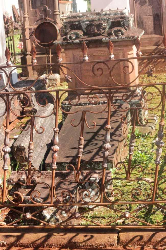 Lápide combatentes dos Muckers Sapiranga 2 - Arte funerária na região de imigração alemã é tema de exposição