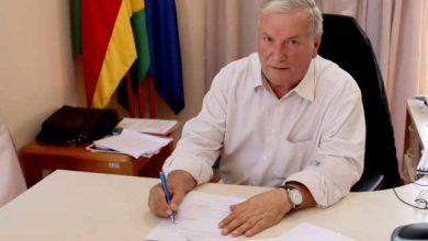 Prefeito Constantino Orsolin 390x220 - Canela: Prefeito assina contrato para construção de novo CRAS