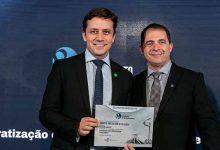 Prefeito de Balneário Camboriú sendo premiado 220x150 - Prefeito de Balneário Camboriú e de São João Batista são premiados