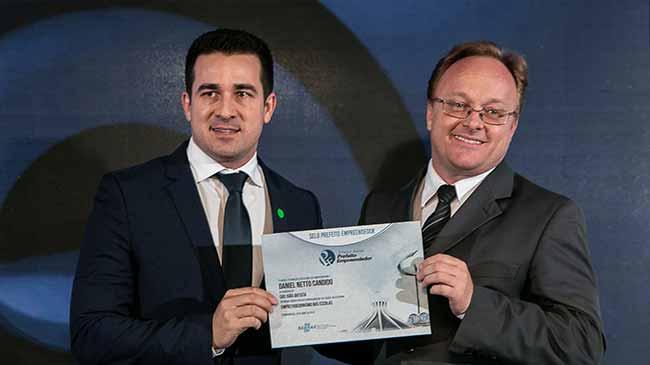 Prefeito de São João Batista - Prefeito de Balneário Camboriú e de São João Batista são premiados