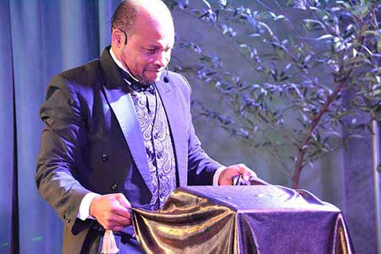 Rafael Gomez Perez - CubaMagic apresenta show de mágica na próxima terça-feira no Guacamole BC