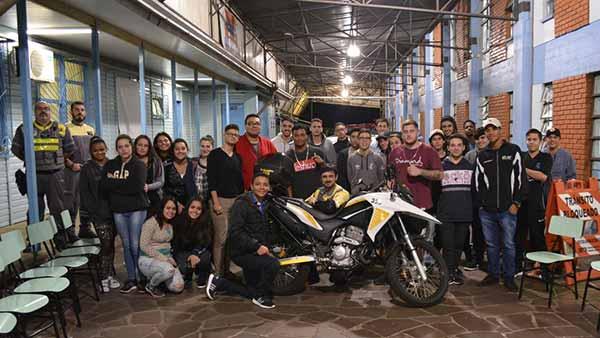 SMTTM levam conhecimento sobre trânsito 1 - Fiscais de trânsito levam orientação em projeto com adolescentes