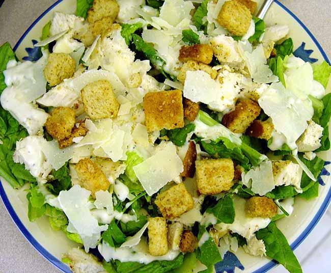 Salada Caesar com picanha suína - Salada Caesar com picanha suína