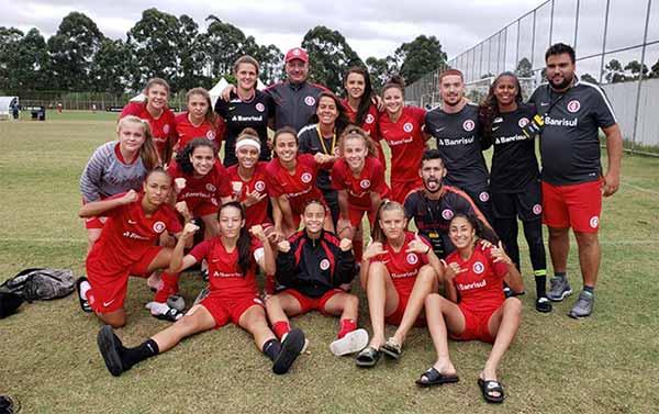 Sub 17 das Gurias Coloradas avança às semifinais da Copa Nike - Sub-17 das Gurias Coloradas avança às semifinais da Copa Nike