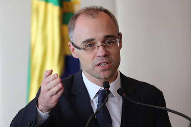 advogado geral da União André Mendonça - AGU defende no STF bloqueio de verbas das universidades
