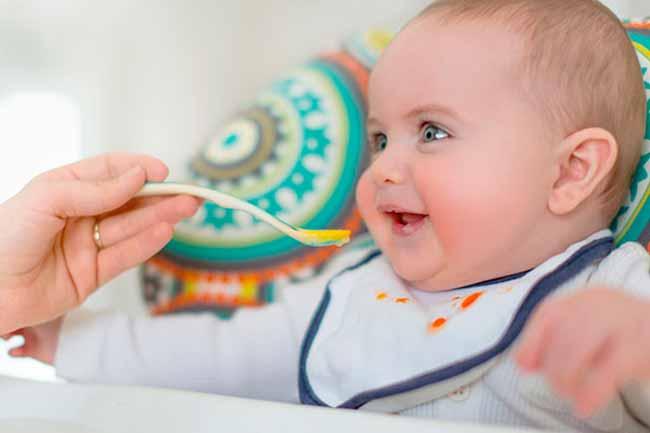 bbcom - Quando e como introduzir alimentos sólidos na dieta do bebê?