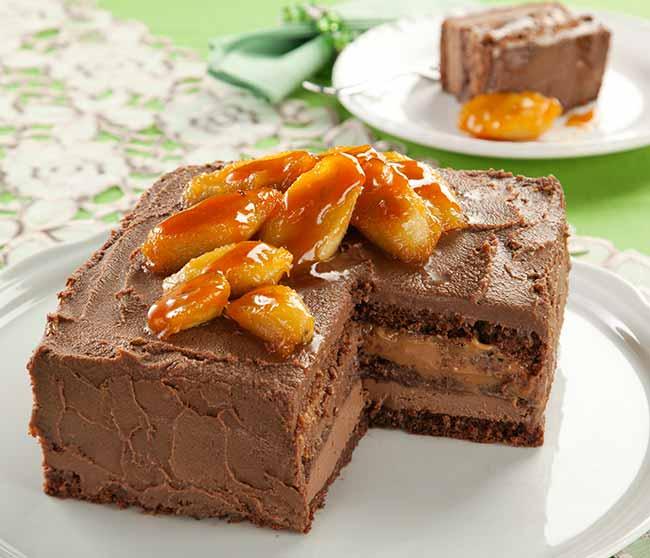 bolo trufado banana caramelada - Bolo trufado de chocolate com banana caramelizada
