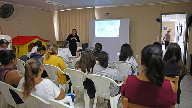 encontro cras caiani 32 1024x683 - Grupo do Farroupilha 2020-2040 leva projeto a centros de referência