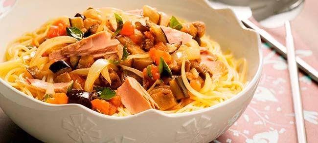 espaguete mediterraneo com files de atum desktop - Macarrão ao Molho Cremoso de Espinafre e Atum