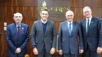 farroupilha ufrgs 1 390x220 - UFRGS e prefeitura de Farroupilha assinam protocolo para instalação de Escritório de Inovação
