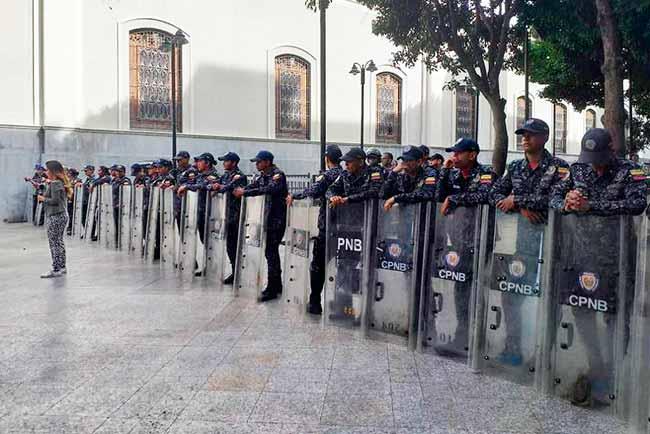 guarda bolivariana - Assembleia Nacional e gabinete de Guaidó são invadidos
