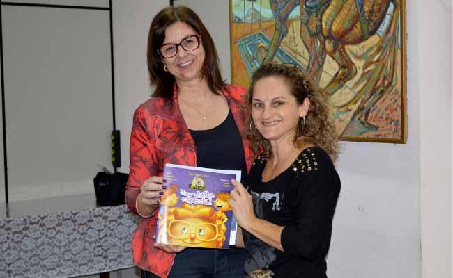 livros para escolas - Secretaria de Educação de NH entrega livros para escolas