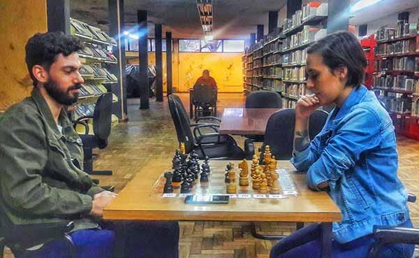 mesas de xadrez da Biblioteca Municipal - Xadrez da Biblioteca Municipal de São Leopoldo