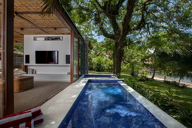 piscina1 - Cinco áreas externas com piscinas para inspirar