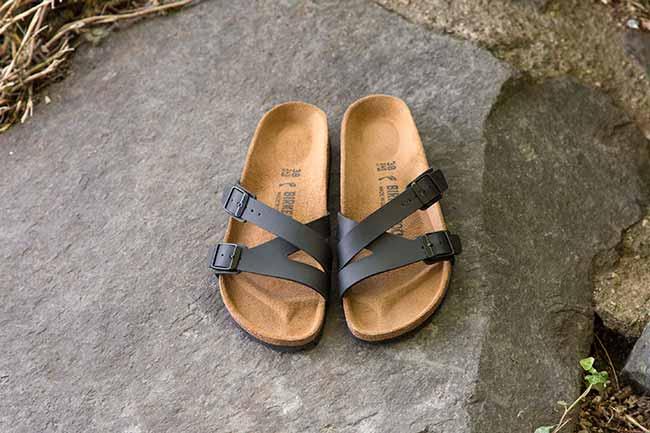 sandália de tira tripla e design moderno é novidade na coleção Outono Inverno  - Birkenstock Yao: sandália de tira tripla é novidade na coleção Outono-Inverno