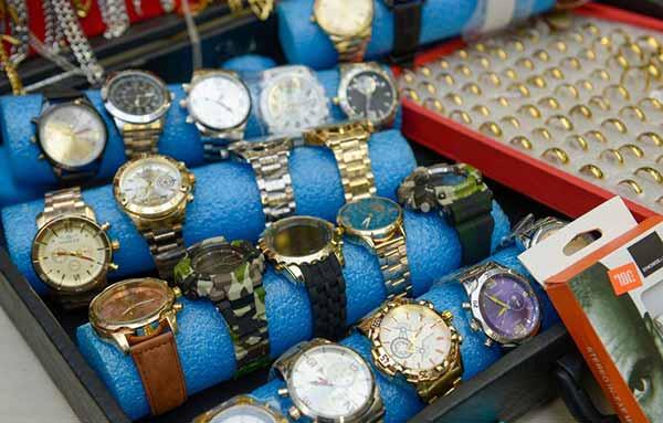 820 produtos do comércio ilegal 110 - 820 produtos do comércio ilegal são recolhidos em Caxias do Sul