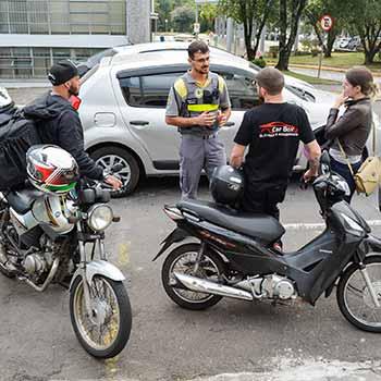Ação Motociclistas Secretaria de Trânsito 5 - Secretaria de Trânsito promove ação educativa pela segurança de motociclistas em Caxias