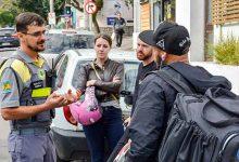 Ação Motociclistas Secretaria de Trânsito 6 220x150 - Secretaria de Trânsito promove ação educativa pela segurança de motociclistas em Caxias