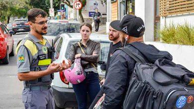 Ação Motociclistas Secretaria de Trânsito 6 390x220 - Secretaria de Trânsito promove ação educativa pela segurança de motociclistas em Caxias