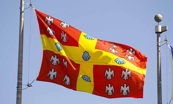 Bandeira Universidade de Laval - Universidade Feevale firma convênio com Universidade de Laval, do Canadá