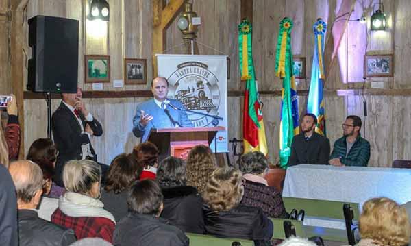Cerimônia comemora os 100 anos chegada do trem em Gramado 2 - Gramado comemora os 100 anos da chegada do trem