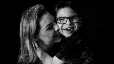 Elaine e Léo 390x220 - Terapeuta de Itajaí lança livro sobre o dia a dia com o filho, portador de síndrome rara