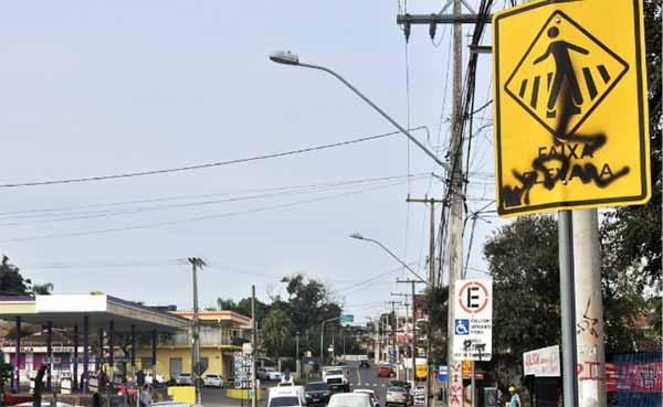 Placas de trânsito são alvo de vandalismo 3 - Placas de trânsito são alvo de vandalismo e furtos