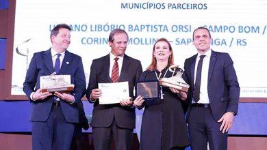 Photo of Fátima Daudt recebe prêmio Prefeito Empreendedor
