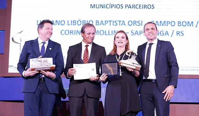 Prefeito Empreendedor 2 - Fátima Daudt recebe prêmio Prefeito Empreendedor
