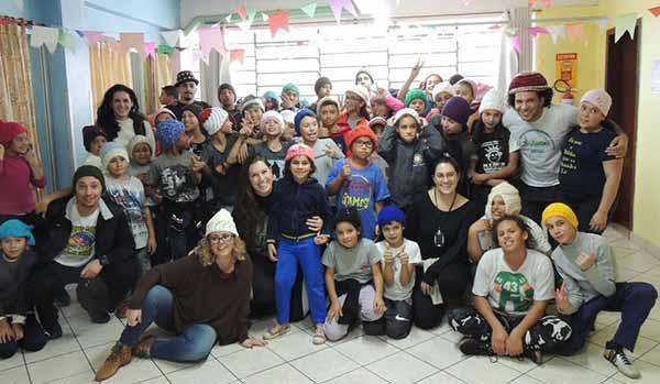 Tricotando Esperança presenteia mais de 200 crianças 1 - Tricotando Esperança presenteia mais de 200 crianças com artigos de inverno
