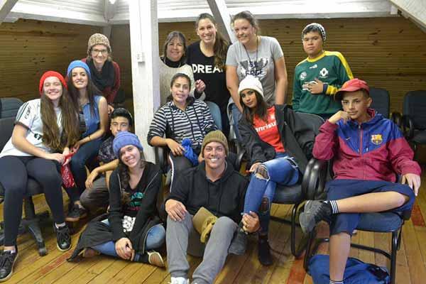 Tricotando Esperança presenteia mais de 200 crianças 2 - Tricotando Esperança presenteia mais de 200 crianças com artigos de inverno