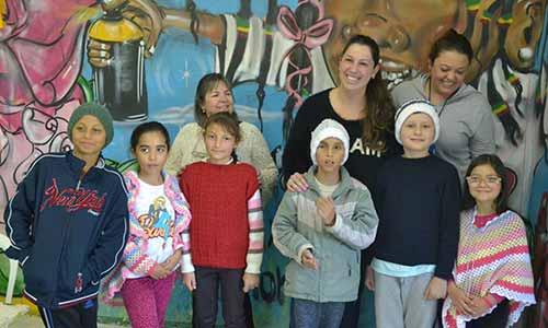 Tricotando Esperança presenteia mais de 200 crianças 3 - Tricotando Esperança presenteia mais de 200 crianças com artigos de inverno