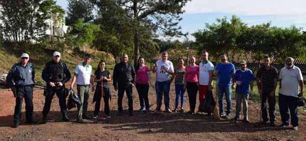 Voluntários no mutirão nh - Parceria revitaliza espaços públicos no bairro Rondônia em NH
