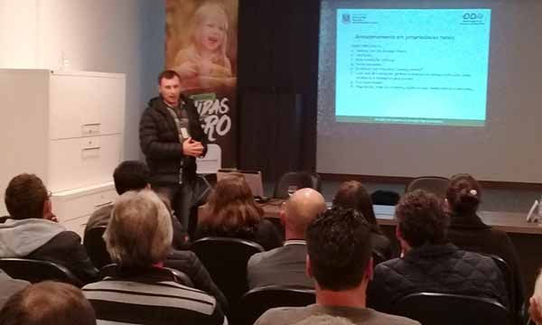 ciclo de palestras sobre legislação ambiental - Agricultores assistem palestras sobre legislação ambiental em Flores da Cunha