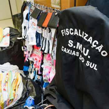 comércio ilegal no Dia dos Namorados - Dia dos Namorados com apreensão de 2,7 mil itens do comércio ilegal em Caxias do Sul
