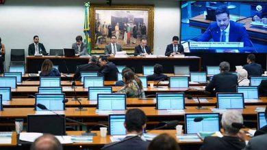 deputados 390x220 - Deputados debatem a reforma da previdência pelo segundo dia