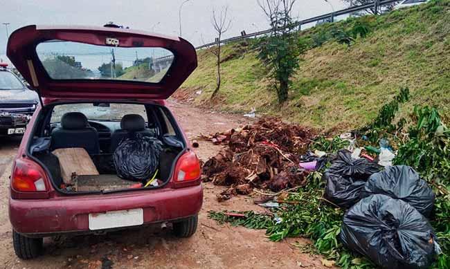 descarte irregular de lixo - Descarte irregular de lixo é novamente flagrado em São Leopoldo