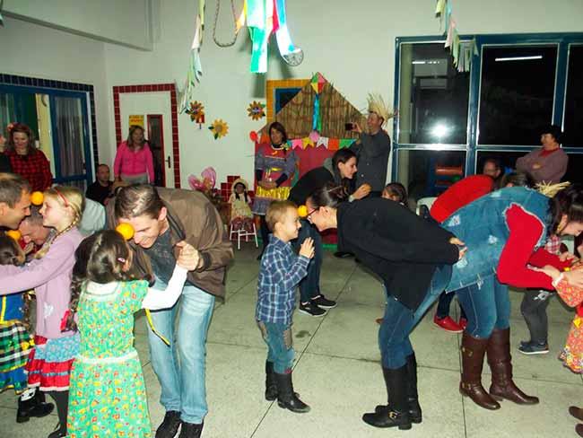 doisirmj - Clima de festa junina nas escolas municipais de Dois Irmãos