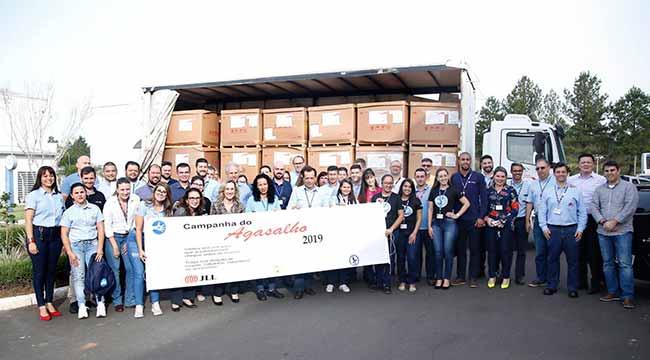 gmgravatai - Gravataí: GM arrecada seis toneladas de roupas para a Campanha do Agasalho