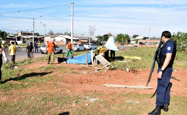 ocupação irregular no bairro Santo Afonso - Prefeitura faz reintegração de posse em ocupação irregular no bairro Santo Afonso