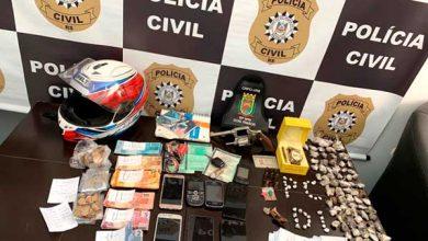 Apreensão em Dois Irmãos 390x220 - Polícia prende maconha, crack, celulares, dinheiro e 38 no Travessão