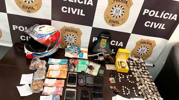 Apreensão em Dois Irmãos - Polícia prende maconha, crack, celulares, dinheiro e 38 no Travessão
